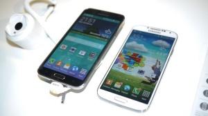 Galaxy S5 (trái) và Galaxy S4 (phải)